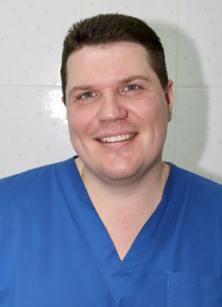 Ульянов Евгений Александрович стоматолог-хирург