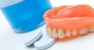 Uhod za zubnymi protezami